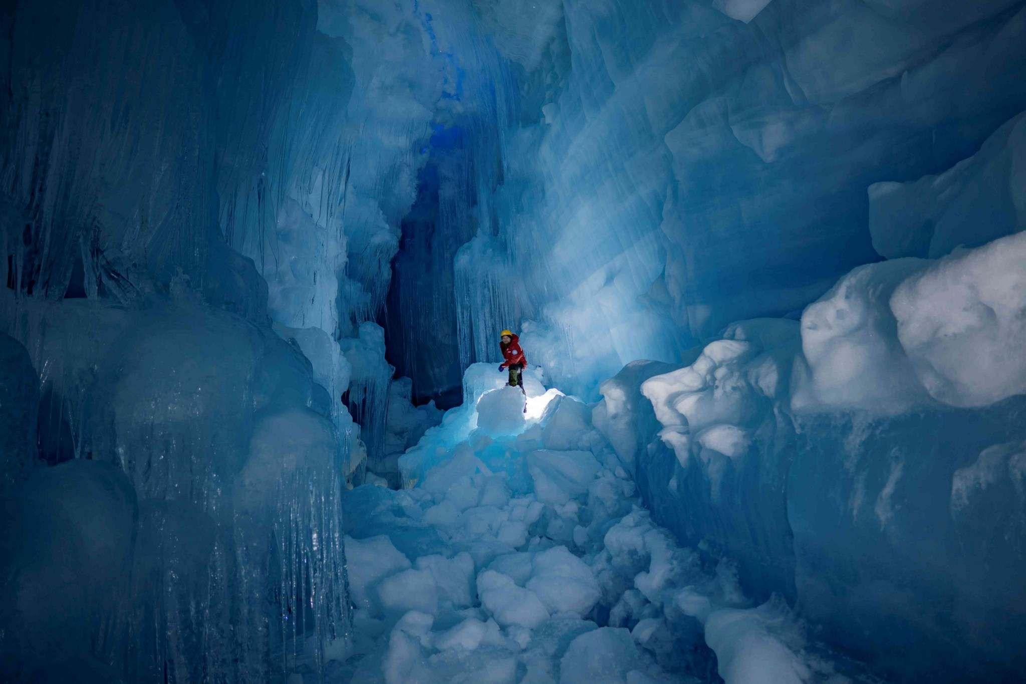 Украинские полярники нашли затерянную пещеру в Антарктиде.Вокруг Света. Украина