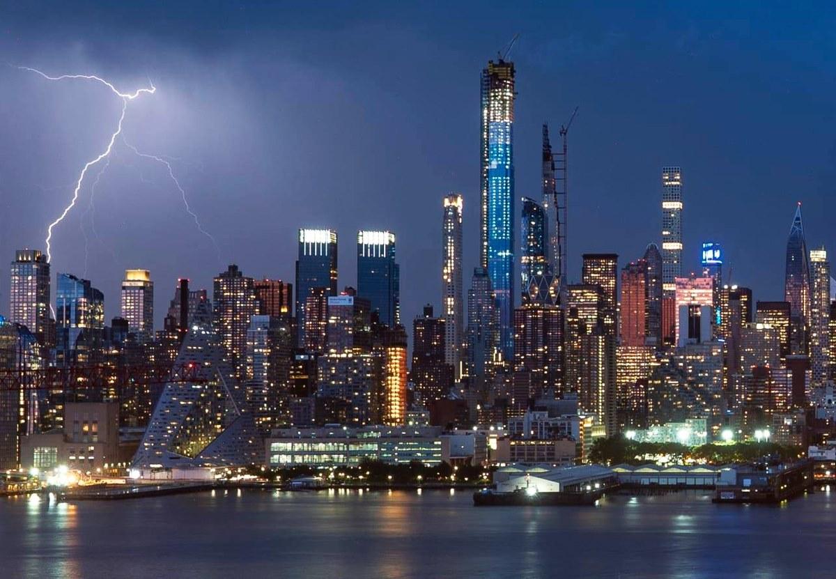 Фотограф 30 лет подряд снимает горизонт Нью-Йорка.Вокруг Света. Украина