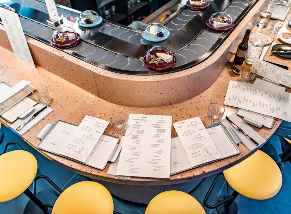 В Лондоне открыли уникальный ресторан с конвейером для сыров