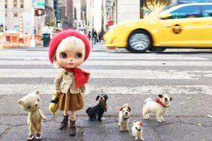 Амели-2: англичанка фотографирует путешествия кукол в разных странах