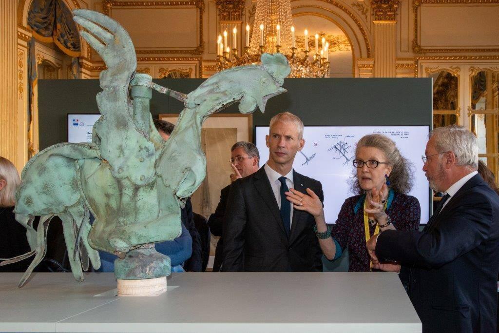 Петух со шпиля Нотр-Дама «воскрес» на выставке в Париже.Вокруг Света. Украина