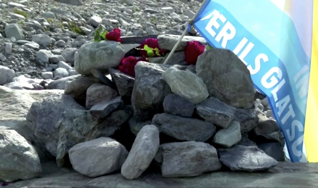 В Швейцарии устроили поминки леднику