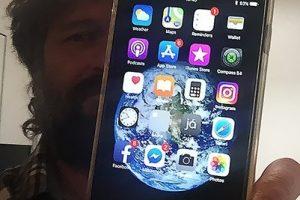 В Исландии телефон запечатлел падение из самолета