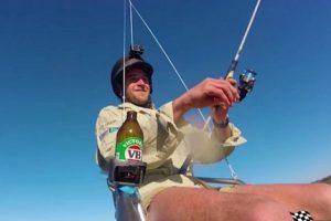 Австралиец рыбачит, летая на дроне