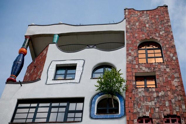 В Германии работает гимназия, где из окон выглядывают деревья