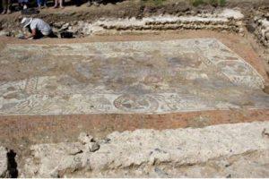 В Великобритании нашли огромную мозаику с изображением гонок на колесницах