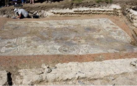 В Великобритании нашли огромную мозаику с изображением гонок на колесницах.Вокруг Света. Украина