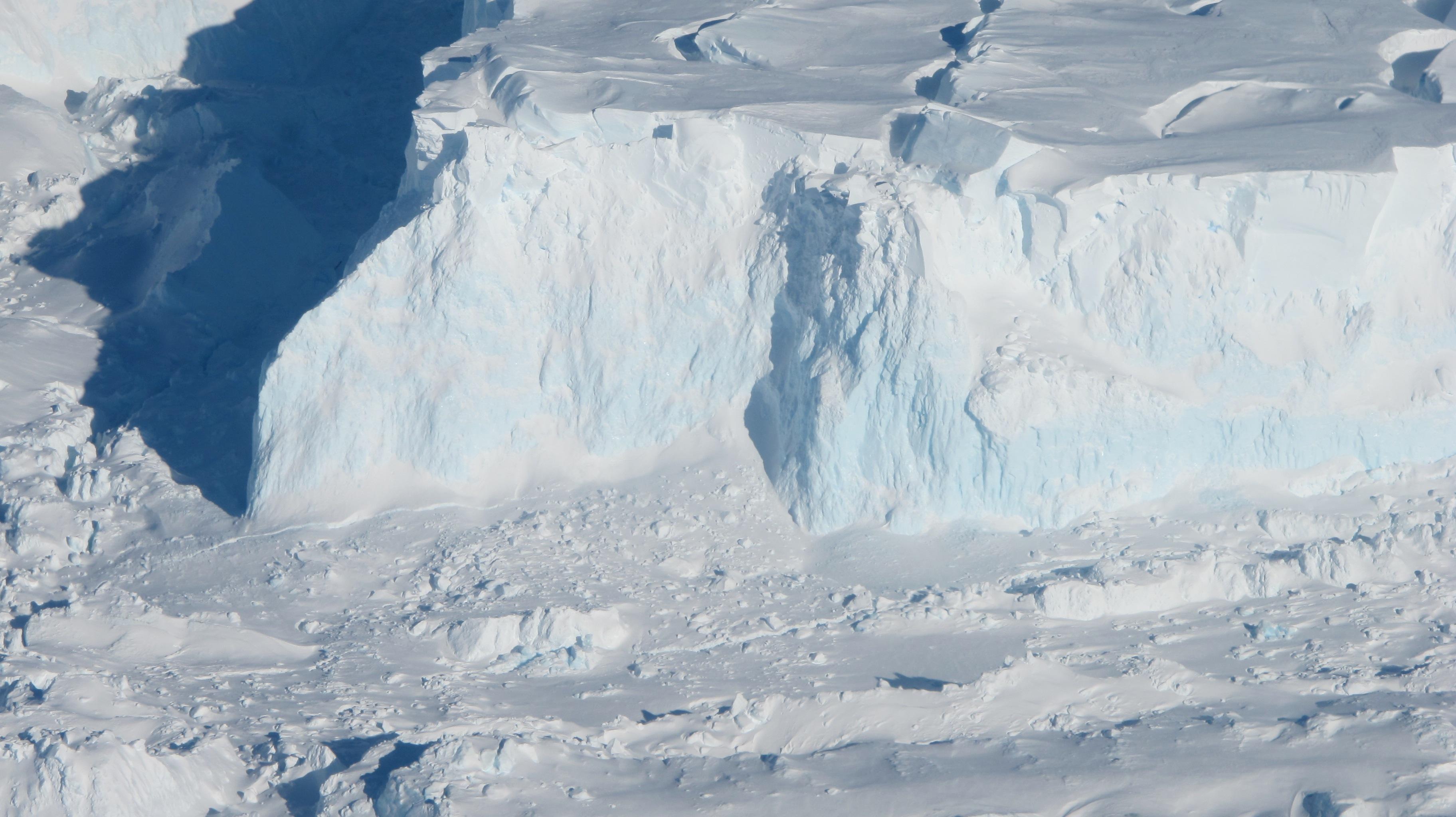 Ледник Туэйтс истончается быстрее, чем считалосьранее