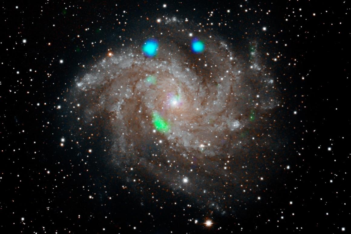 Галактика Фейерверк произвела необычную рентгеновскую вспышку