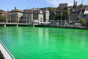 В Цюрихе река стала ярко-зеленой