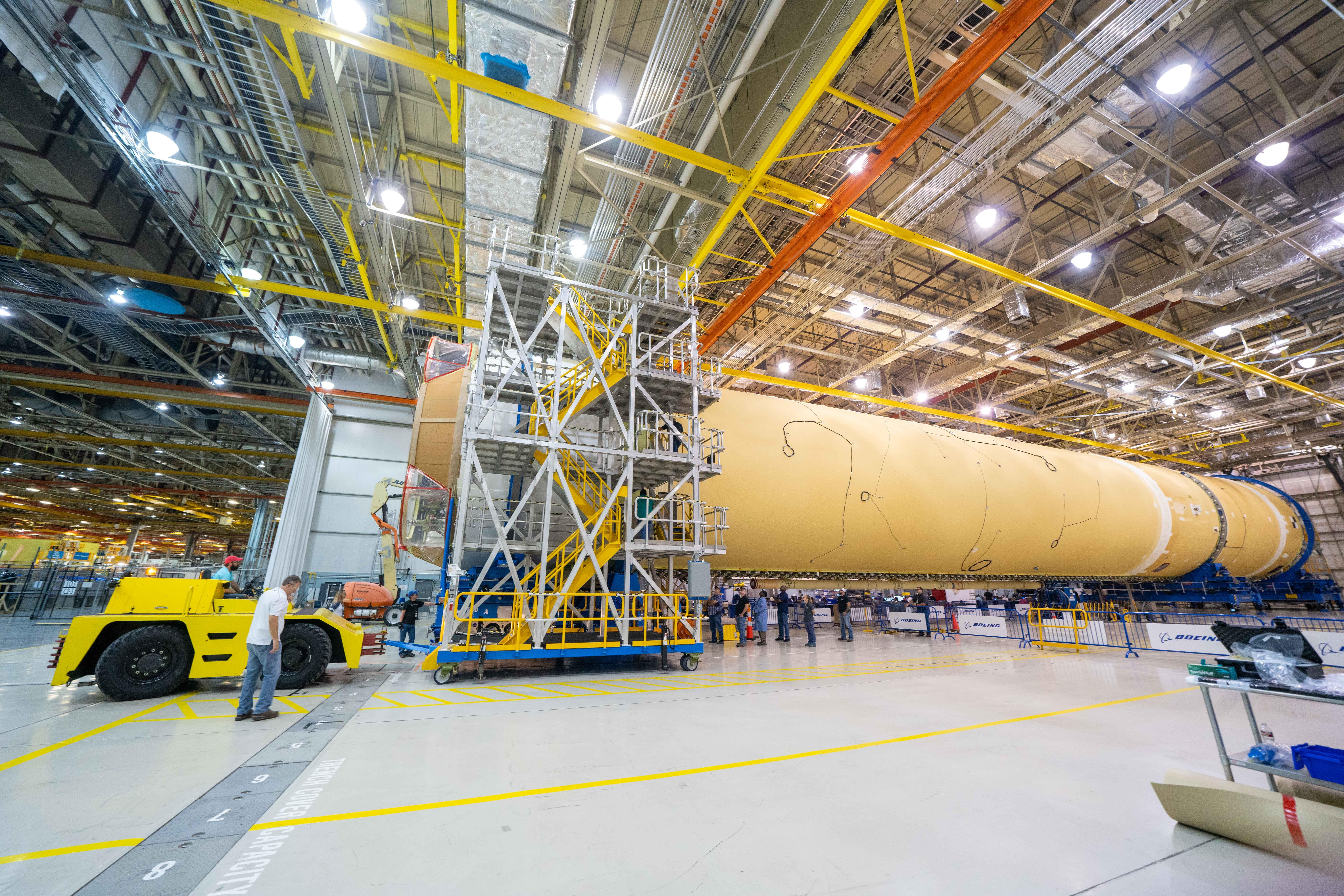 Гигантская лунная ракета NASA обретает форму
