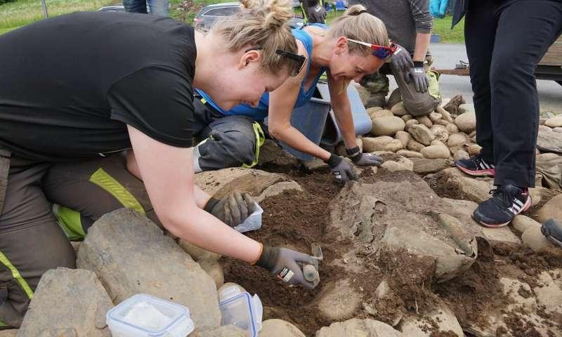 В Норвегии нашли котелок, в котором скандинавы хоронили людей