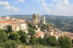 Деревня в Италии платит 25 тысяч евро приезжим