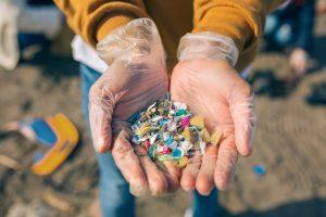 Микропластик делает почву менее плодородной