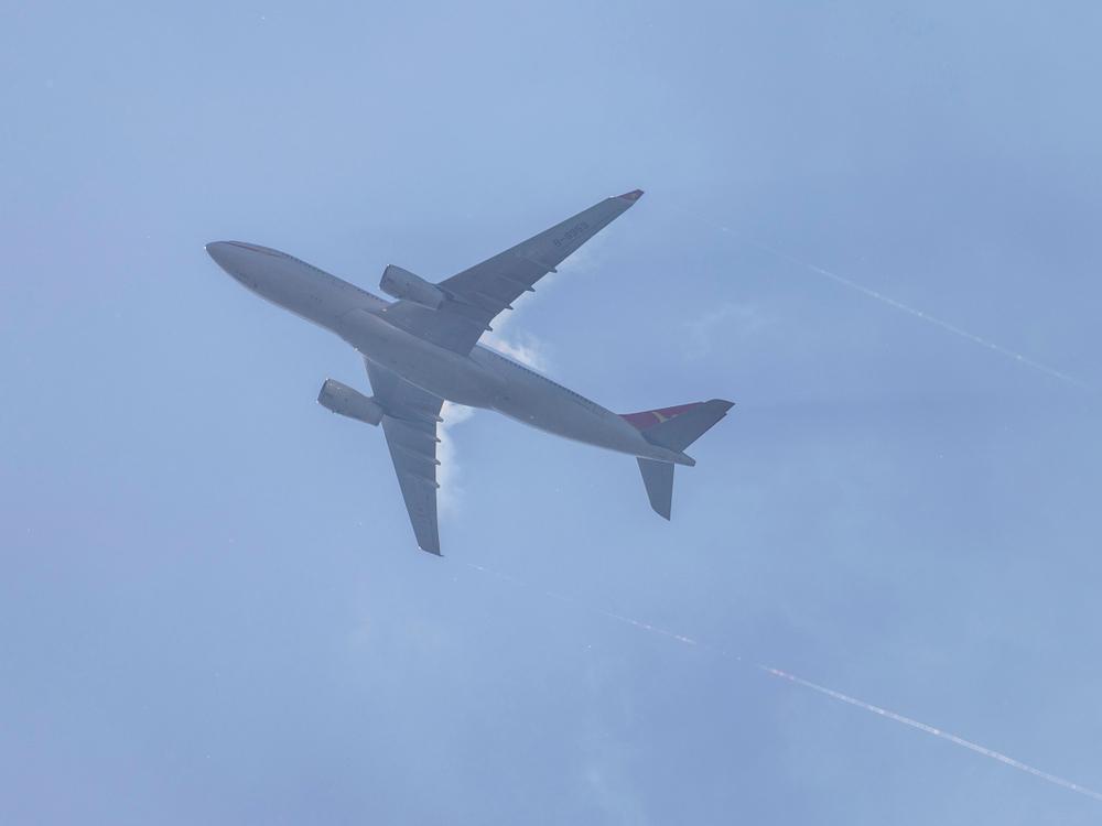 Самолет совершил в Ирландии вынужденную посадку из-за  кофе