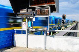 В Киеве транспортный коллапс из-за угрозы теракта на мосту Метро