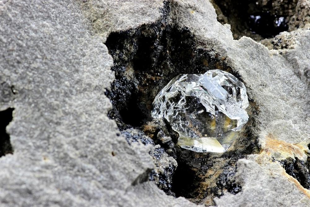 В алмазе из Африки обнаружили ранее неизвестный минерал