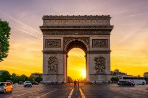 Впервые за 10 лет в Париже побывало больше туристов, чем в Лондоне