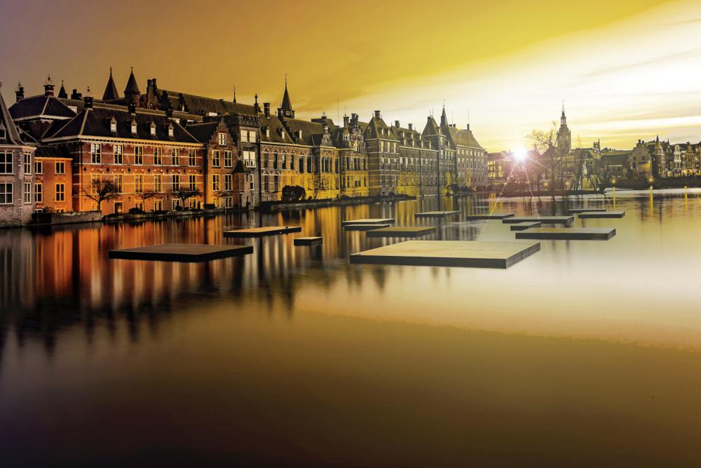 Амстердам рекламирует Гаагу, чтобы избавиться от туристов