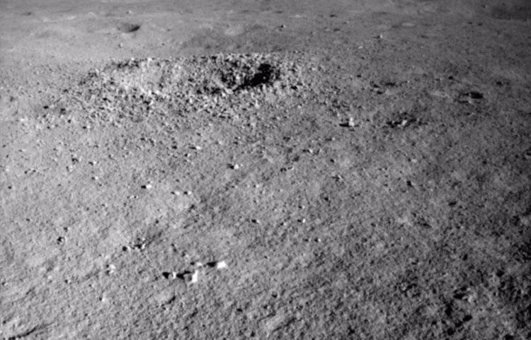 Космический гель – не гель? Китайцы нашли на Луне странное светящееся вещество