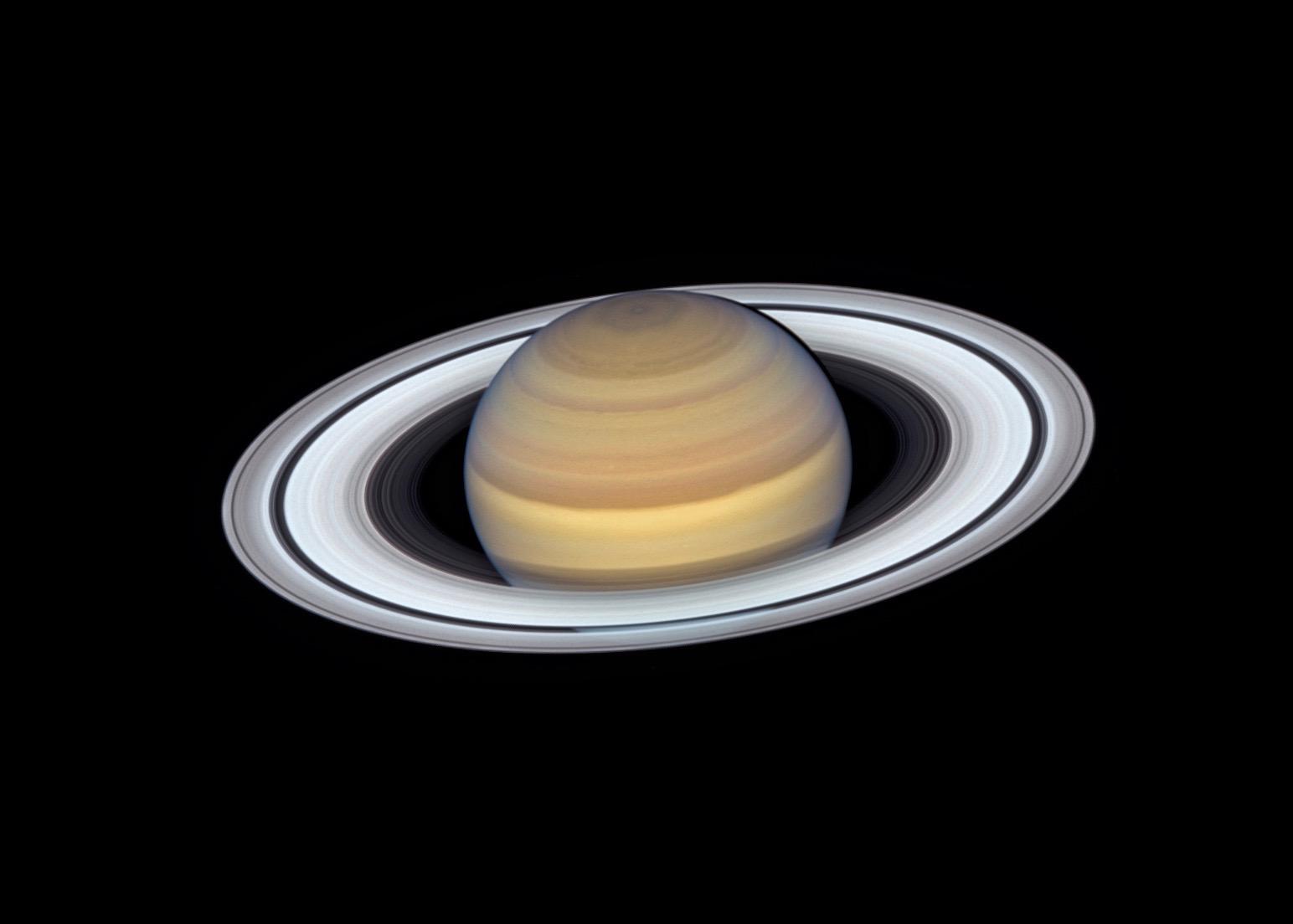 НАСА показало самое детальное изображение колец Сатурна.Вокруг Света. Украина
