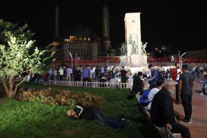 В Стамбуле произошло сильное землетрясение: упали минареты