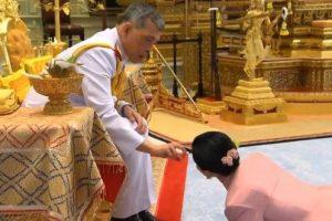 Король Таиланда лишил титула вторую жену за вероломство