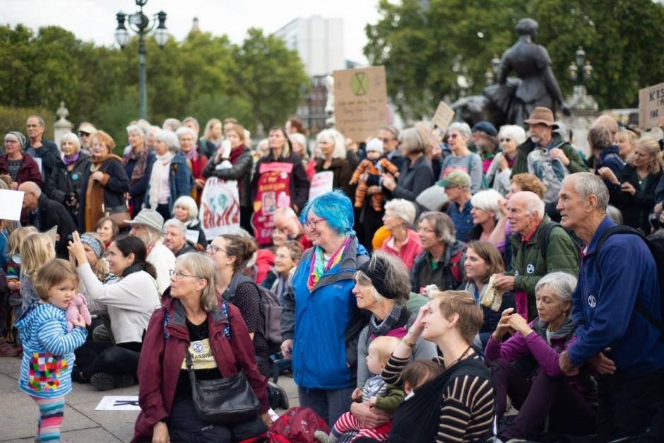 Бабушки и дедушки экоактивистов вышли на улицы Лондона.Вокруг Света. Украина