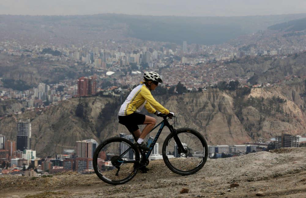 70-летняя боливийка преодолела 60 км высокогорной велогонки