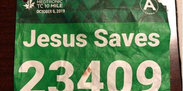 В США Иисус спас марафонца с бейджем