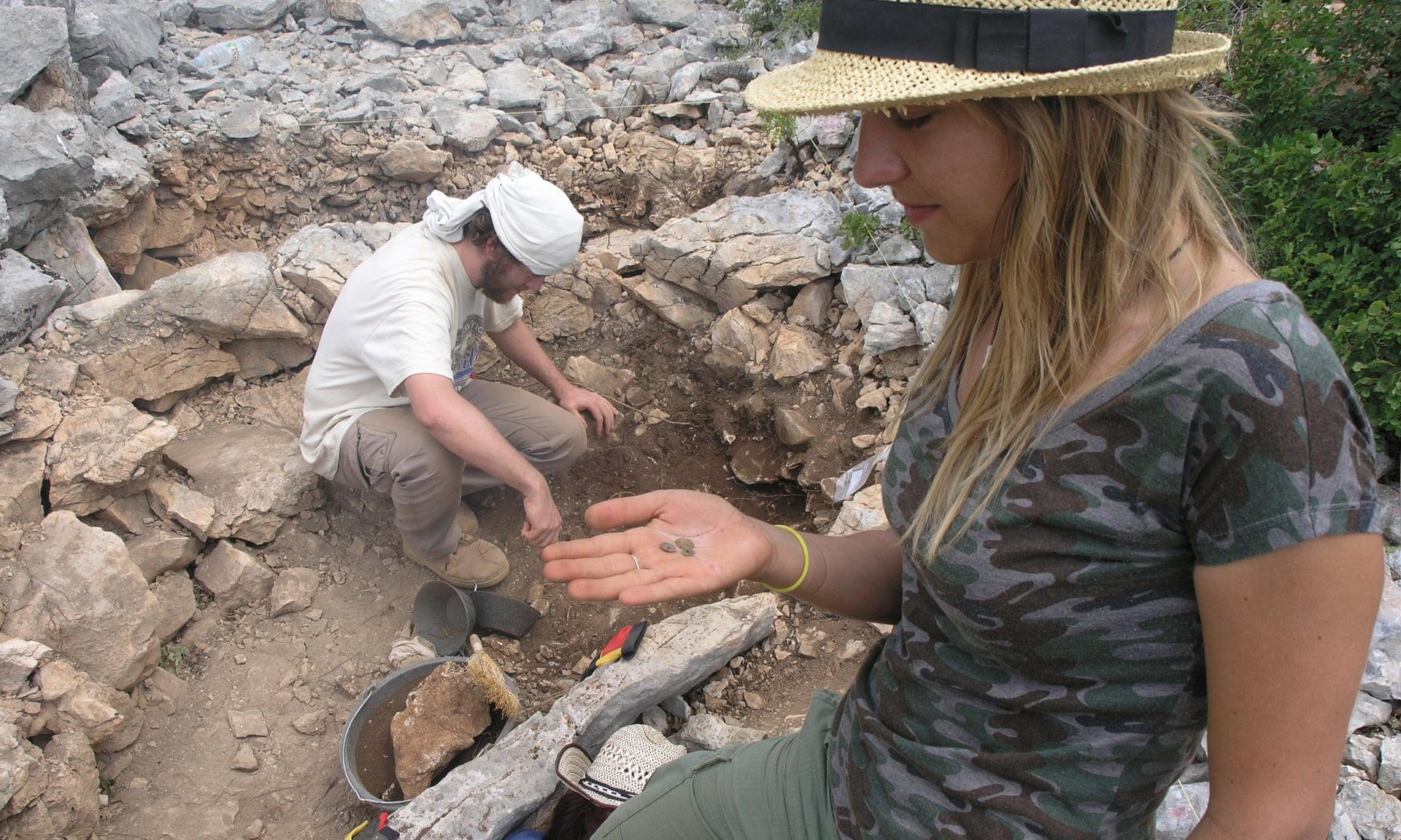 В Хорватии собаки помогли археологам найти 3-тысячелетнее захоронение