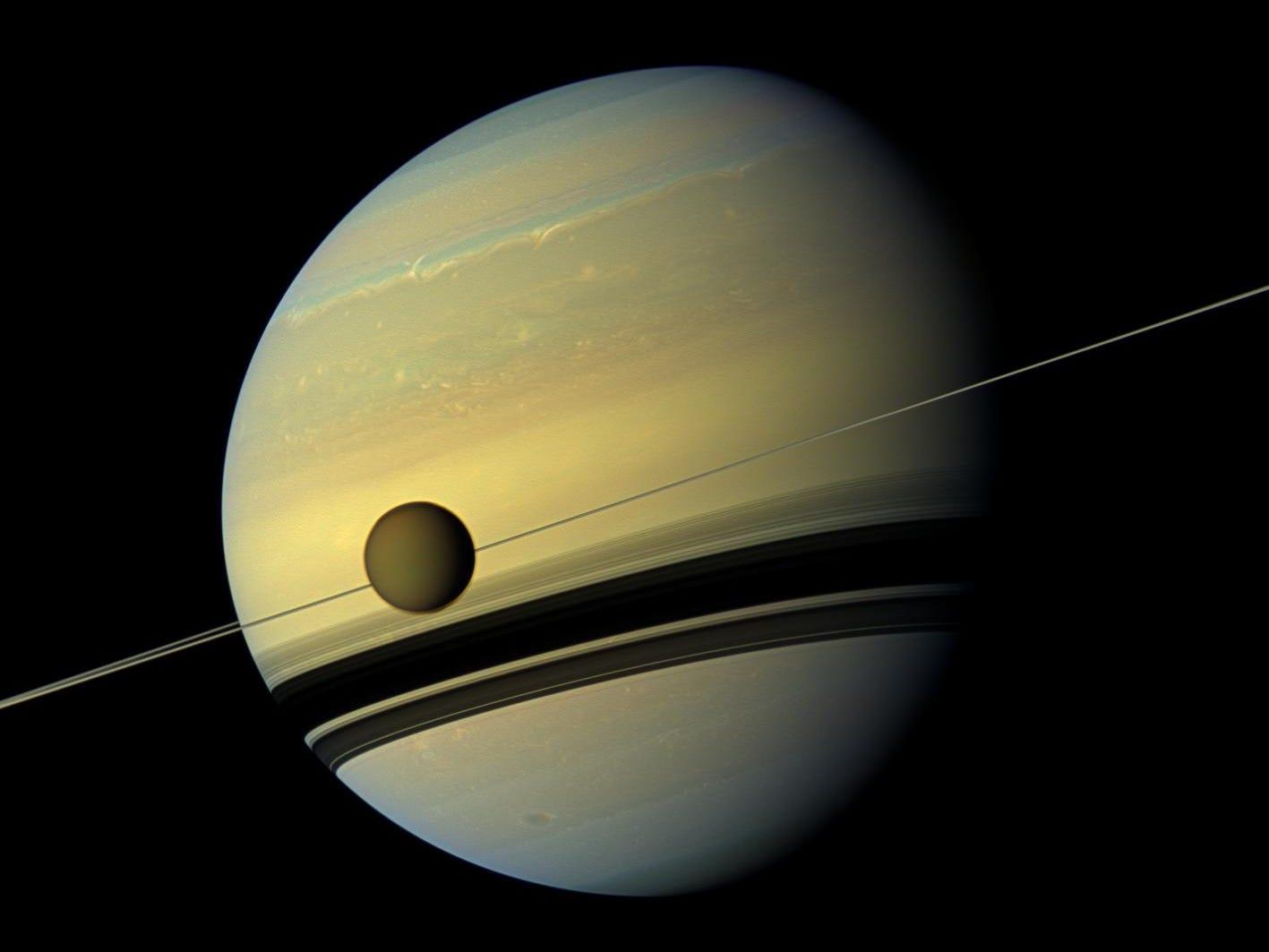 Астрономы обнаружили у Сатурна 20 новых спутников