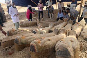 В Египте нашли более 20 запечатанных саркофагов