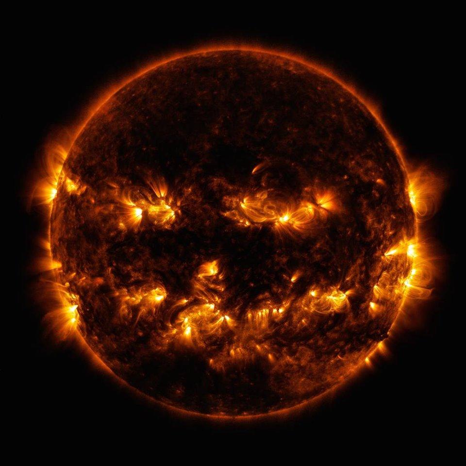 NASA показала жуткое фото Солнца к Хэллоуину