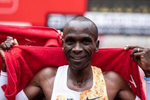Бегун из Кении поставил исторический рекорд: марафон меньше чем за 2 часа
