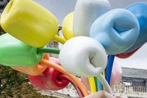 В Париже установили скандальную скульптуру Джеффа Кунса