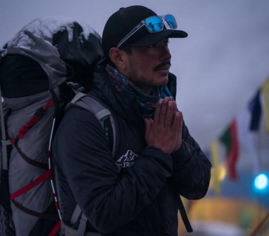 Непалец покорил все высочайшие вершины мира за полгода.Вокруг Света. Украина
