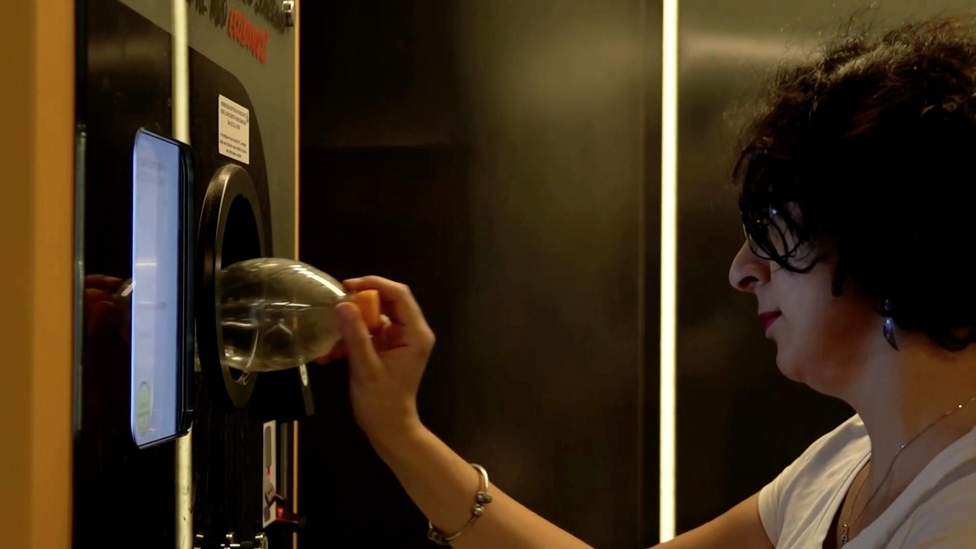 В римском метро можно ездить за пластиковые бутылки