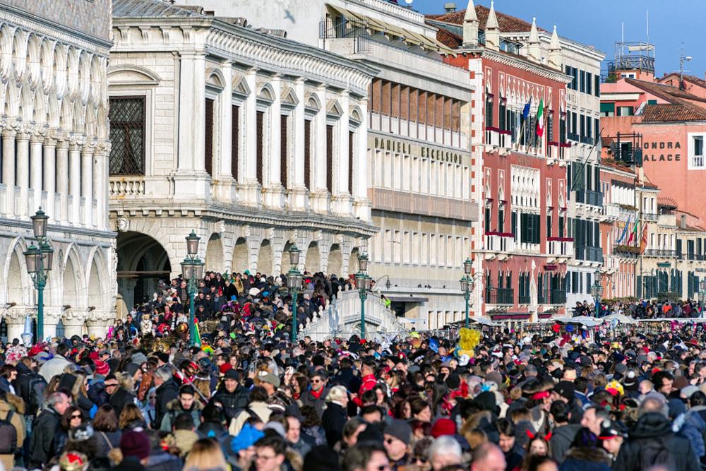 Венеция будет брать налог до 10 евро даже за часовой визит