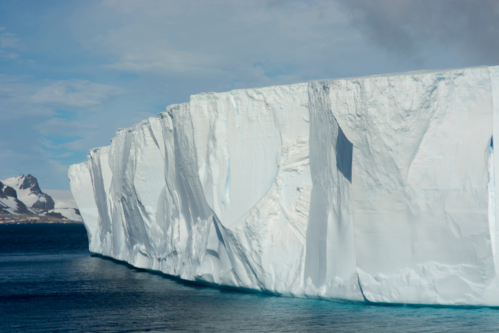 В Антарктиде откололся самый большой айсберг за полвека