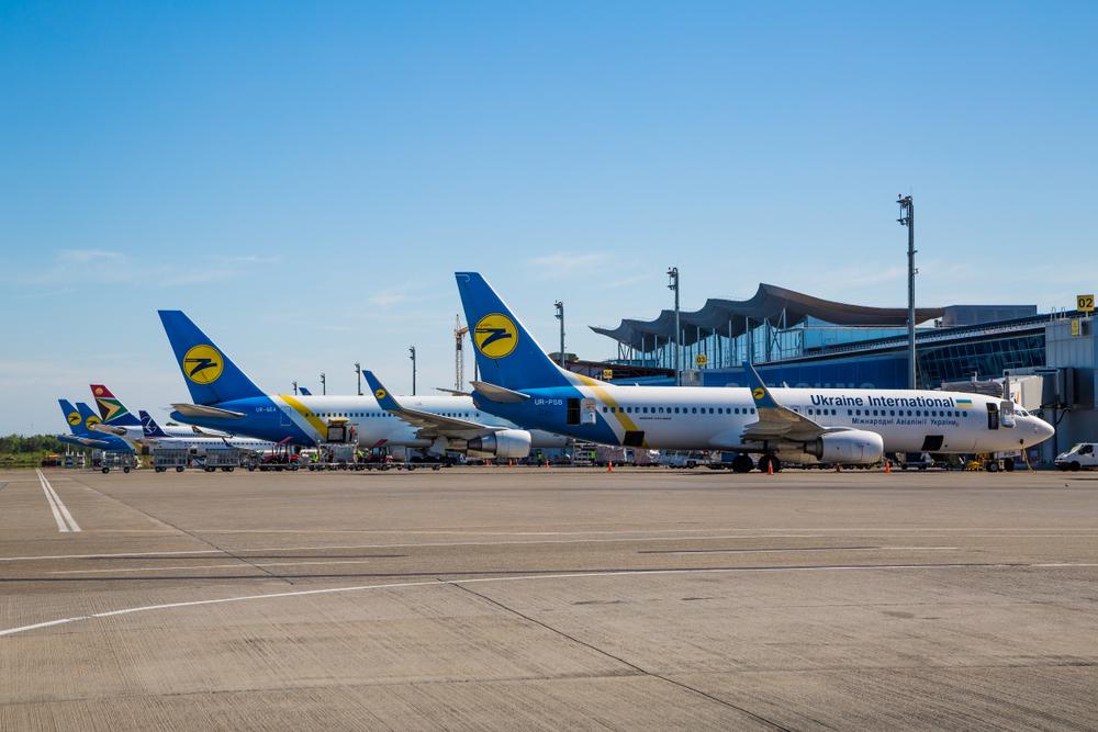 МАУ сокращает количество международных рейсов