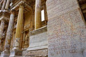 Искусственный интеллект восстанавливает древние тексты лучше, чем эпиграфисты