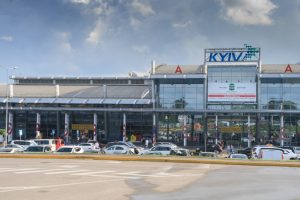 Аэропорт Жуляны ввел приоритетную регистрацию для клиентов парковки