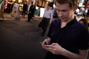 В Киото туристам напоминают об этикете через смартфон