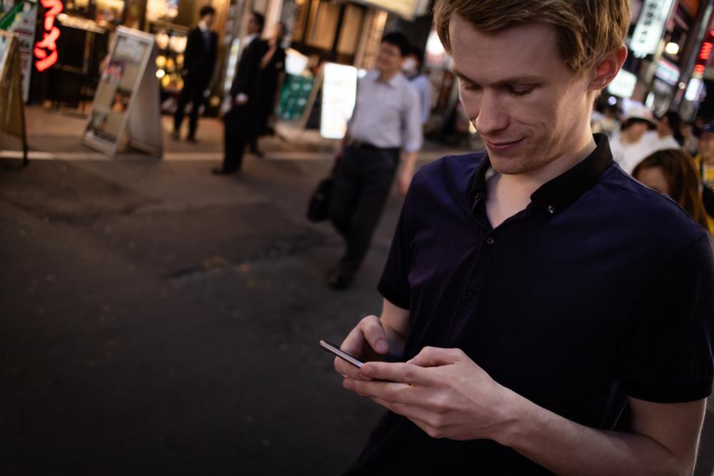 В Киото туристам напоминают об этикете через смартфон.Вокруг Света. Украина