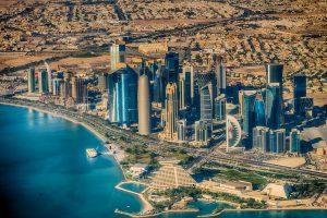 В Катаре настолько жарко, что кондиционеры устанавливают на улицах