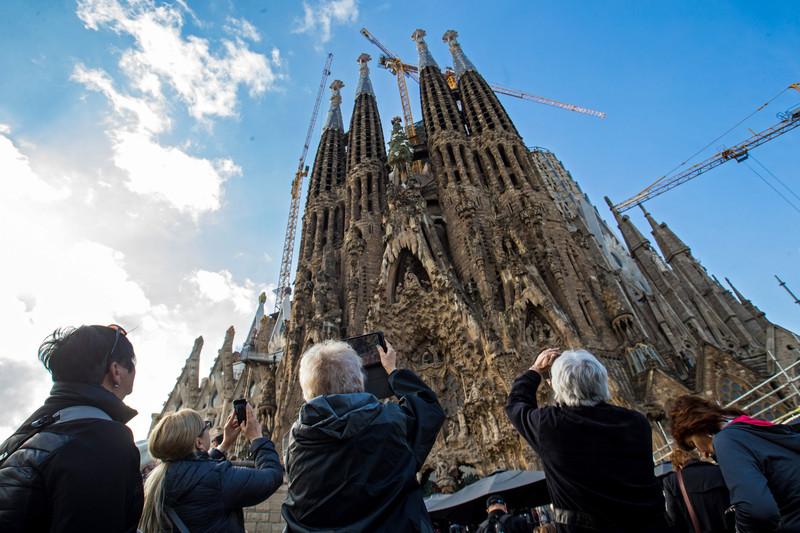 В Барселоне из-за протестов закрыли храм Саграда Фамилия