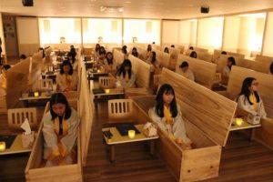 Южнокорейцы имитируют похороны, чтобы стать счастливее