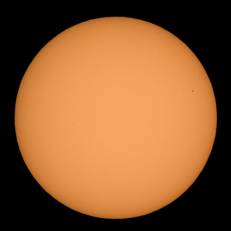 НАСА показало, как выглядел транзит Меркурия по диску Солнца