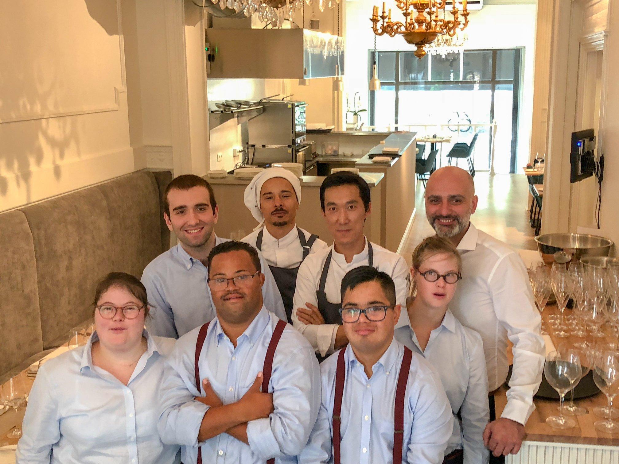 «Солнечный» персонал сделал бельгийский ресторан популярным.Вокруг Света. Украина